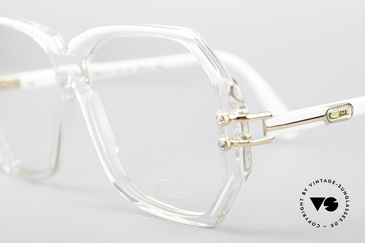Cazal 169 Kleine Designer Brille, mit 4 kleinen dezenten Strass-Steinen als Zierschrauben, Passend für Damen