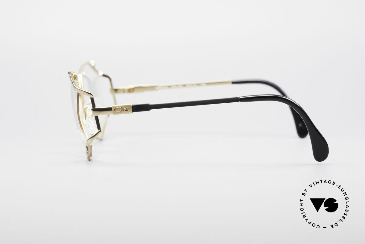 Cazal 245 90er Designer Damenbrille, großartiges Spiel der Farben von schwarz und gold, Passend für Damen