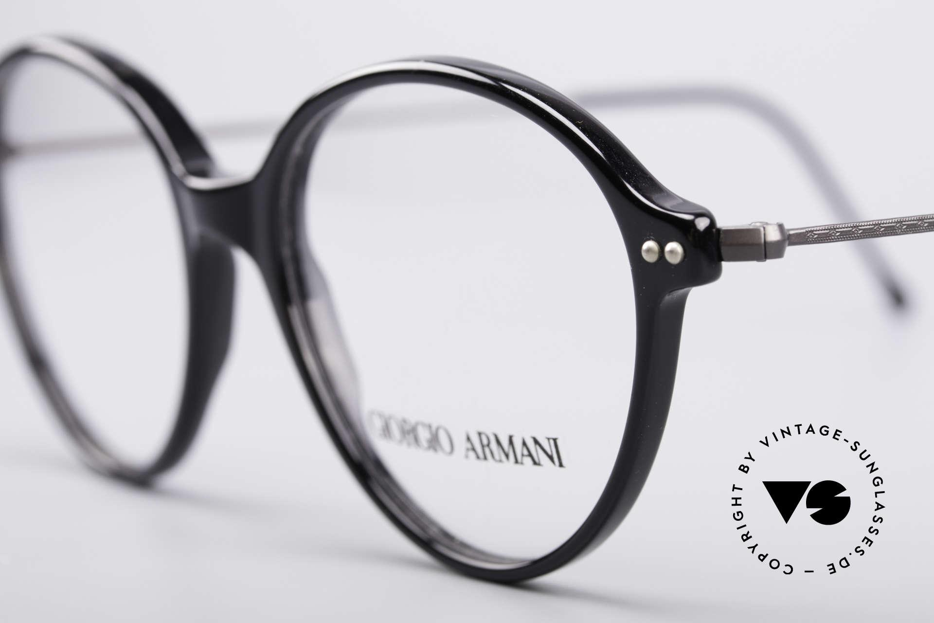 Giorgio Armani 374 90er Unisex Vintage Brille, zeitloser Stil; Top-Qualität und nur 9 Gramm leicht, Passend für Herren und Damen