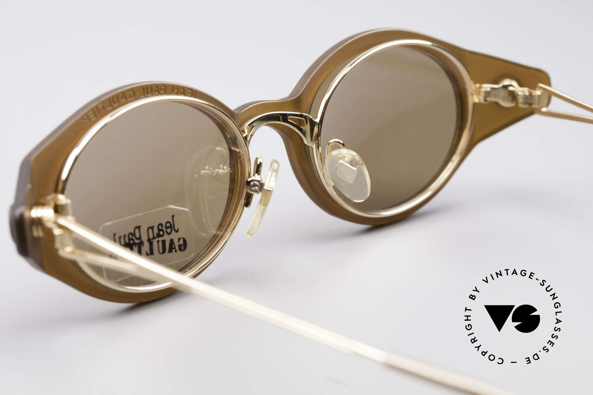 Jean Paul Gaultier 56-7202 Ovale Brille mit Sonnenclip, ungetragen (wie alle unsere Jean Paul Gaultier Brillen), Passend für Herren und Damen