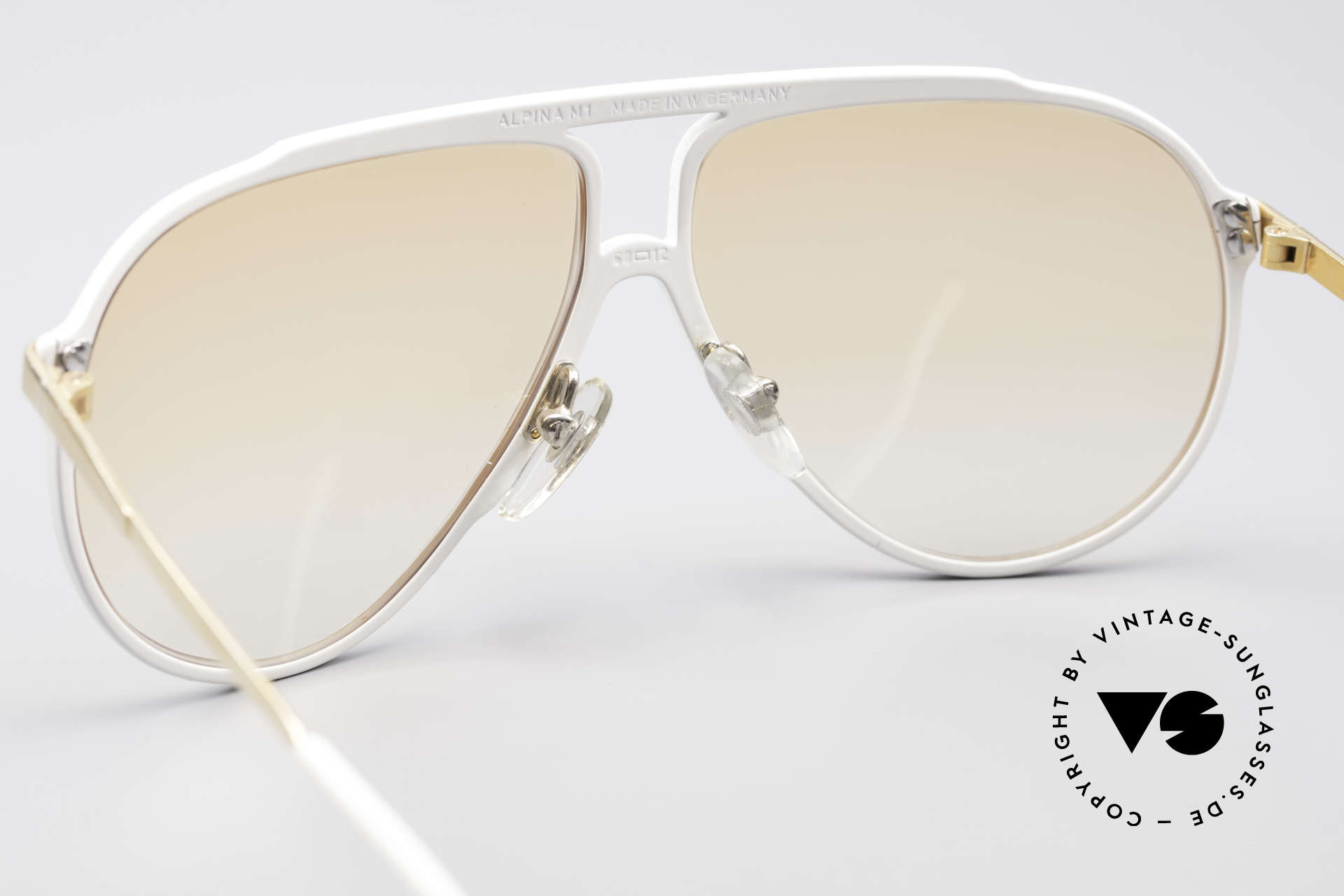 Alpina M1 80er Jahre Kultsonnenbrille, 2nd hand in neuwertigem Zustand + Versace Etui, Passend für Herren und Damen