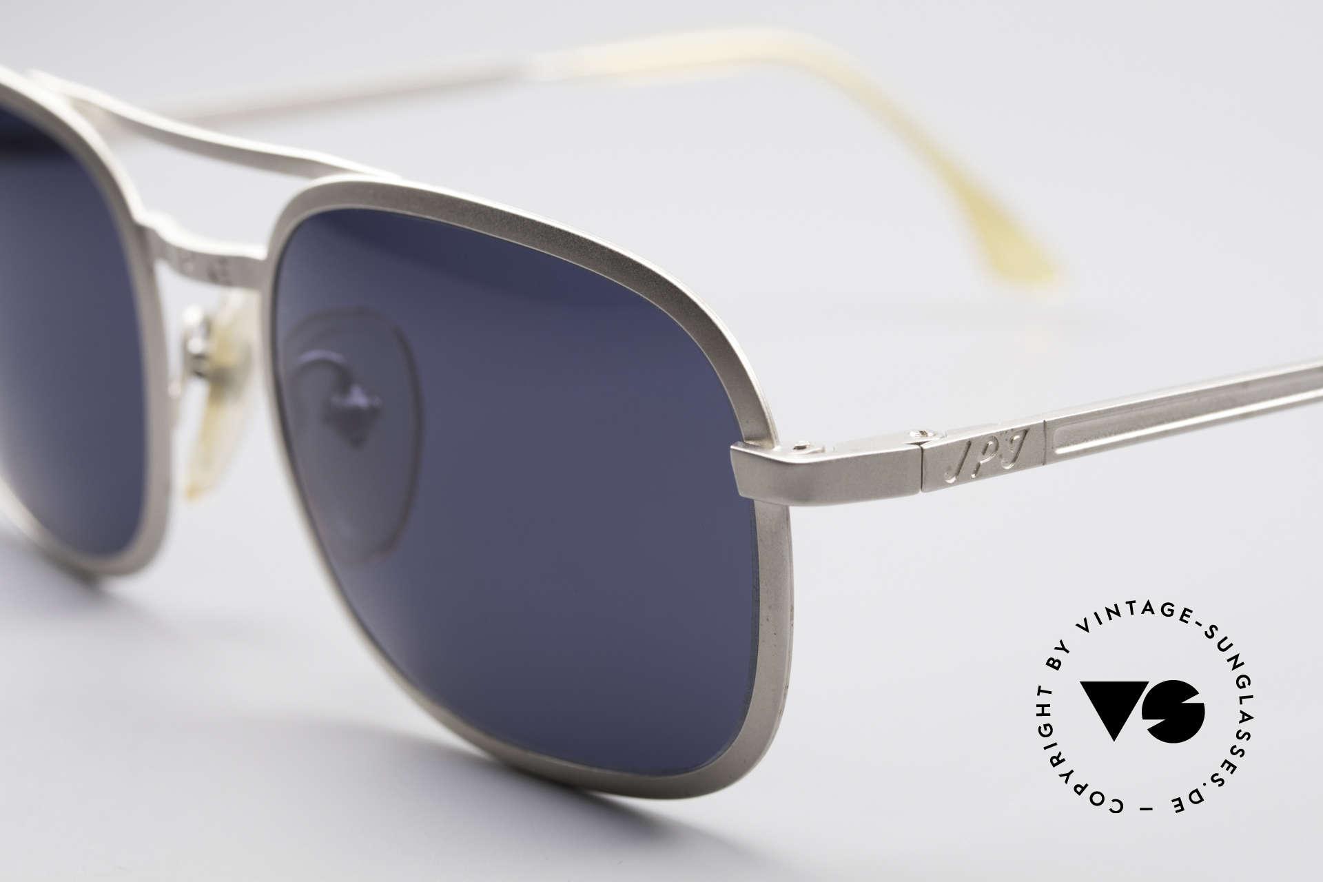 Jean Paul Gaultier 56-1172 Klassische 90er Sonnenbrille, matt-silberne Fassung und dunkelblaue Sonnengläser, Passend für Herren