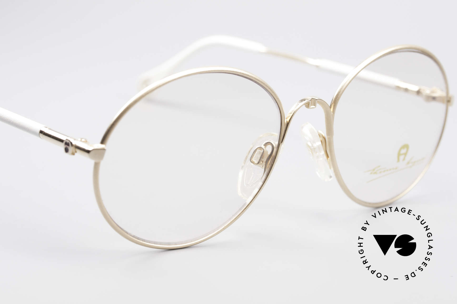 Aigner EA13 Kleine Runde 80er Brille, ungetragen (wie alle unsere vintage Aigner Brillen), Passend für Damen