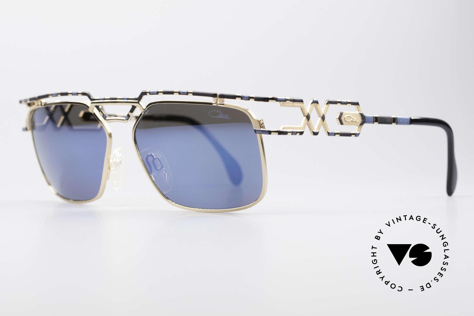 Cazal 973 Blau Verspiegelte Sonnenbrille, zudem sehr interessante Farbgestaltung / -Muster, Passend für Herren und Damen