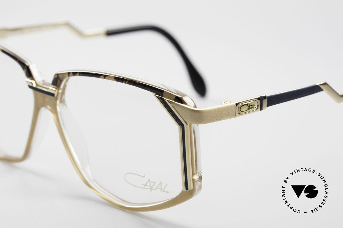 Cazal 346 Hip Hop Vintage Designer Brille, ungetragen; wie all unsere echten vintage Cazal Brillen, Passend für Herren und Damen
