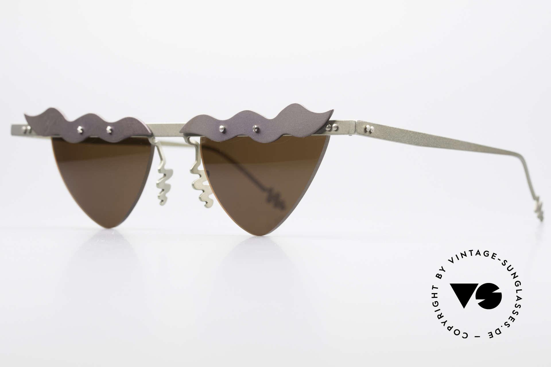 Theo Belgium Tita II C10 Herzförmige Sonnengläser, TITA-Serie = XL Titanium Modelle von THEO der 1990er, Passend für Damen