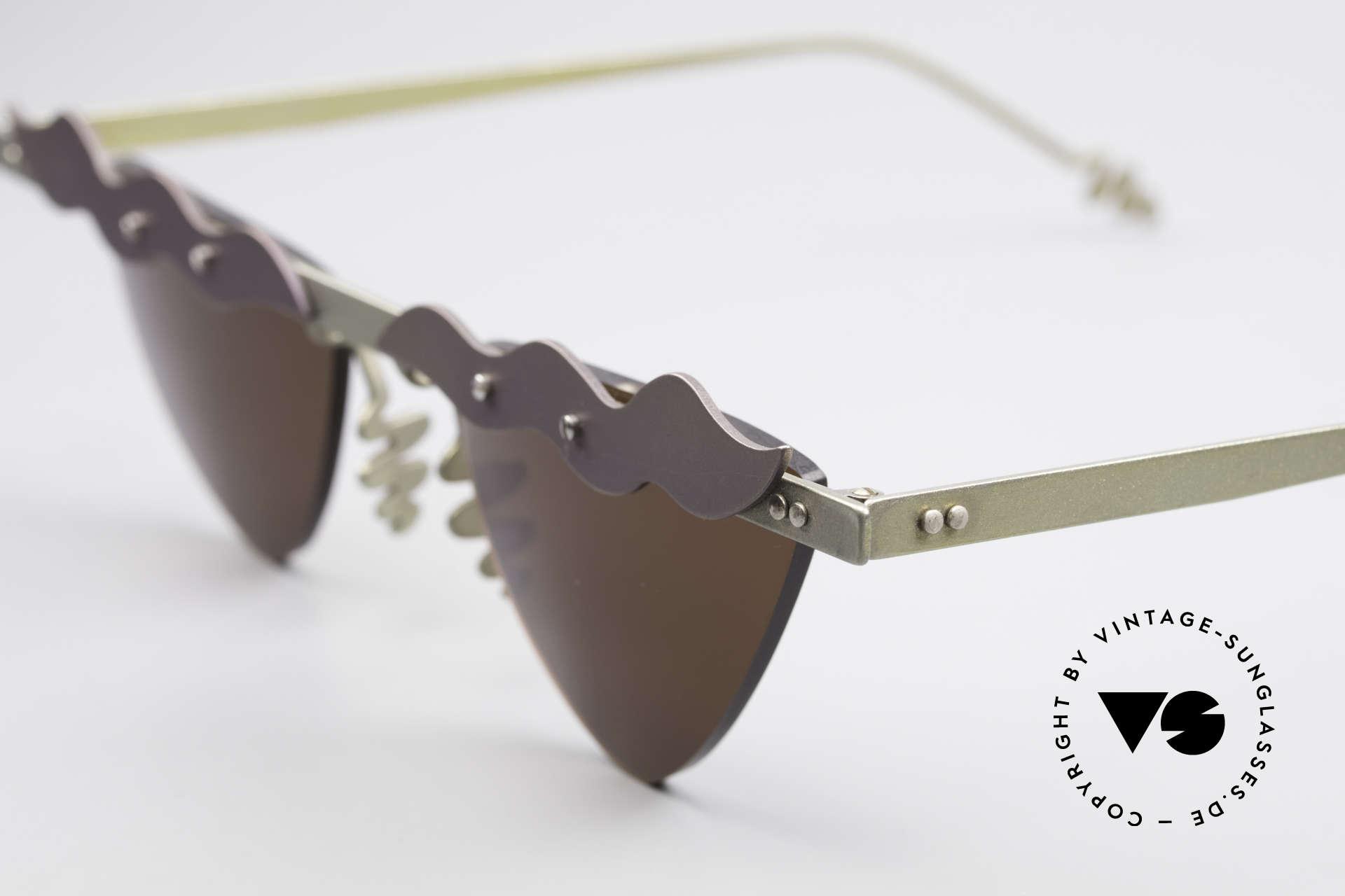 Theo Belgium Tita II C10 Herzförmige Sonnengläser, die Gläser sind mit Schrauben am Titan-Rahmen fixiert, Passend für Damen