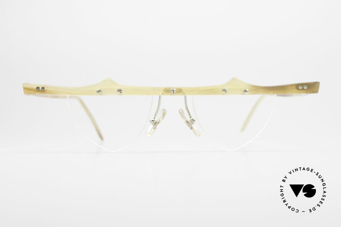 Theo Belgium Eta 90er Büffelhorn Herzbrille, in 1989 gegründet als 'ANTI MAINSTREAM' Brillenmode, Passend für Damen