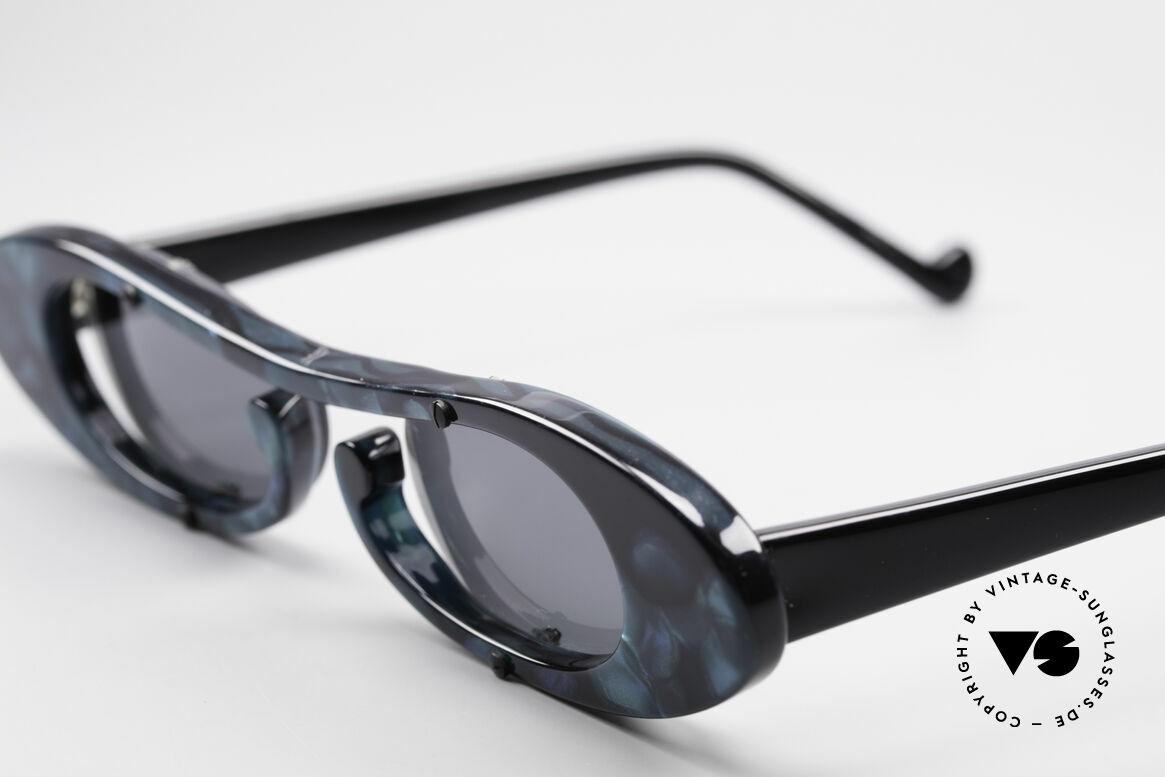 Theo Belgium Rage Avantgarde Sonnenbrille 90er, zauberhaftes, schwungvolles Modell (blau marmoriert), Passend für Damen