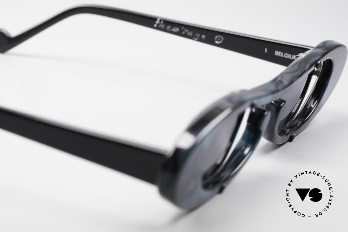 Theo Belgium Rage Avantgarde Sonnenbrille 90er, Gläser sind u.a. mit kleinen Schrauben am Rahmen fixiert, Passend für Damen