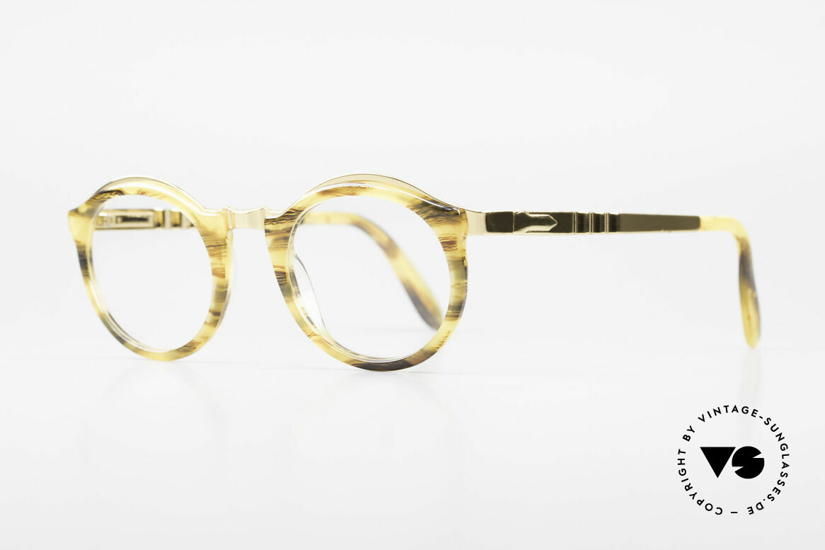 Persol Ivy Gold Plated Panto Brille Small, Fassung (mit Federscharnieren) ist 18kt vergoldet, Passend für Herren und Damen