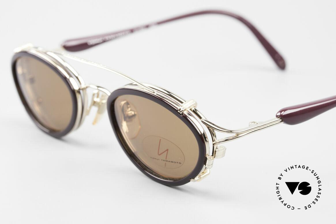 Yohji Yamamoto 51-7210 90er No Retro Clip-On Brille, ungetragen; wie all unsere vintage 90er Sonnenbrillen, Passend für Herren und Damen