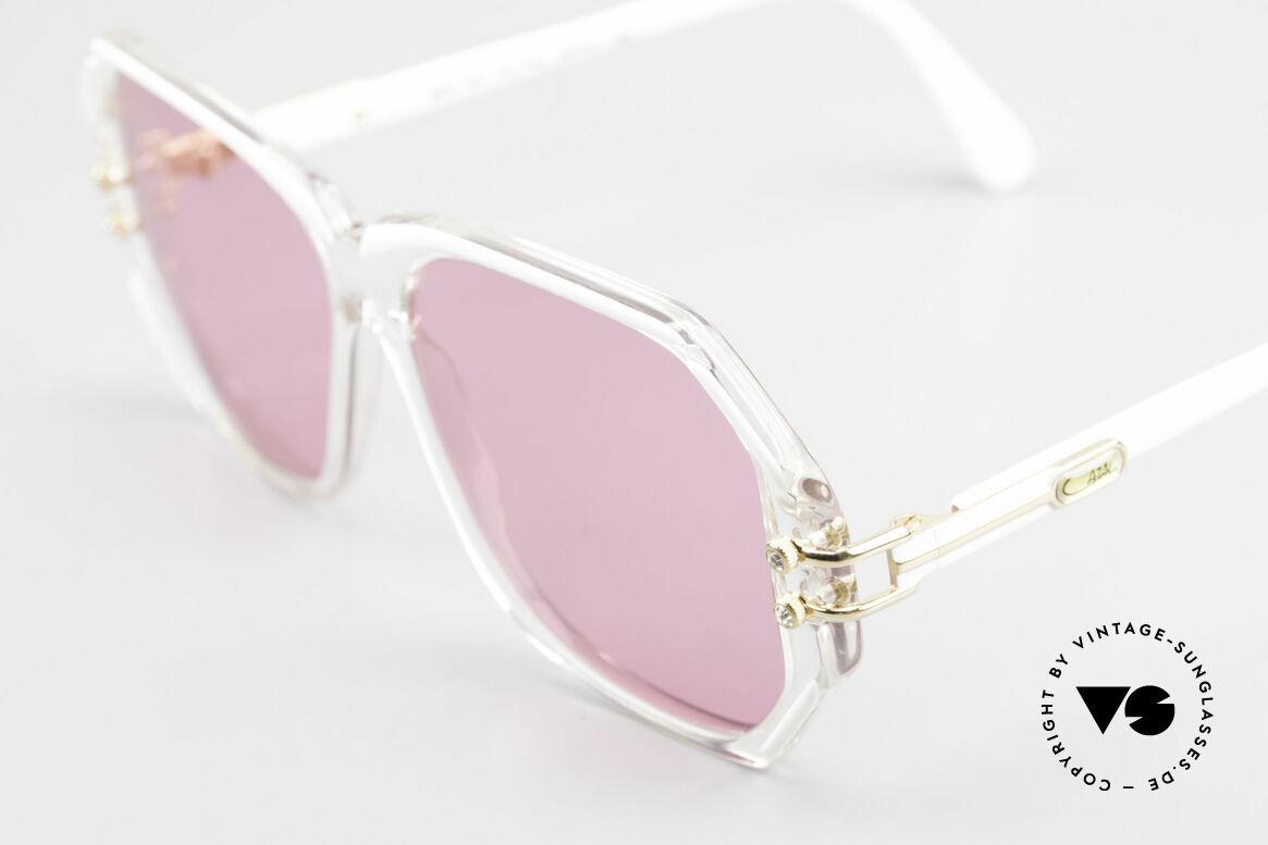 Cazal 169 Pinke Designer Sonnenbrille, mit 4 kleinen dezenten Strass-Steinen als Zierschrauben, Passend für Damen