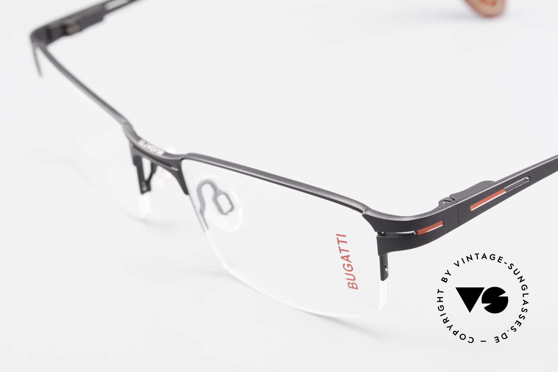 Bugatti 456 Titanium Brille Nylor Faden, herausragende Qualität: flexible Federscharniere, Passend für Herren