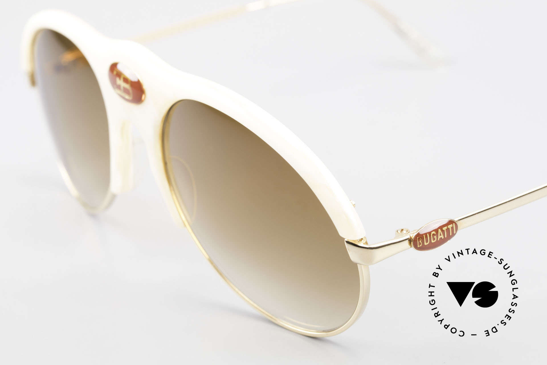 Bugatti 64748 Elfenbein Optik 70er Brille, LARGE Fassung (143mm) mit zentralem Bugatti-Logo, Passend für Herren