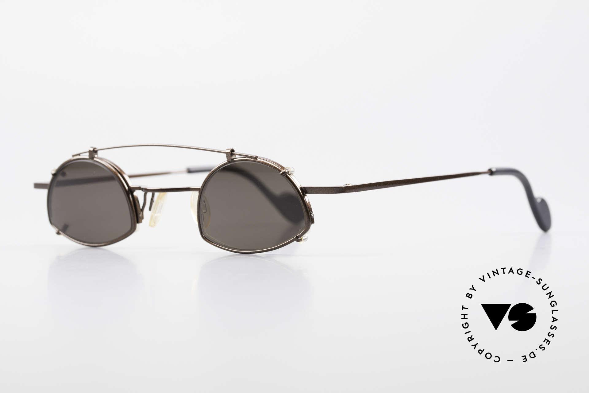 Theo Belgium Poco Kleine Brille mit Sonnenclip, kleines Modell (125mm breit) in dunkelbraun metallic, Passend für Herren und Damen