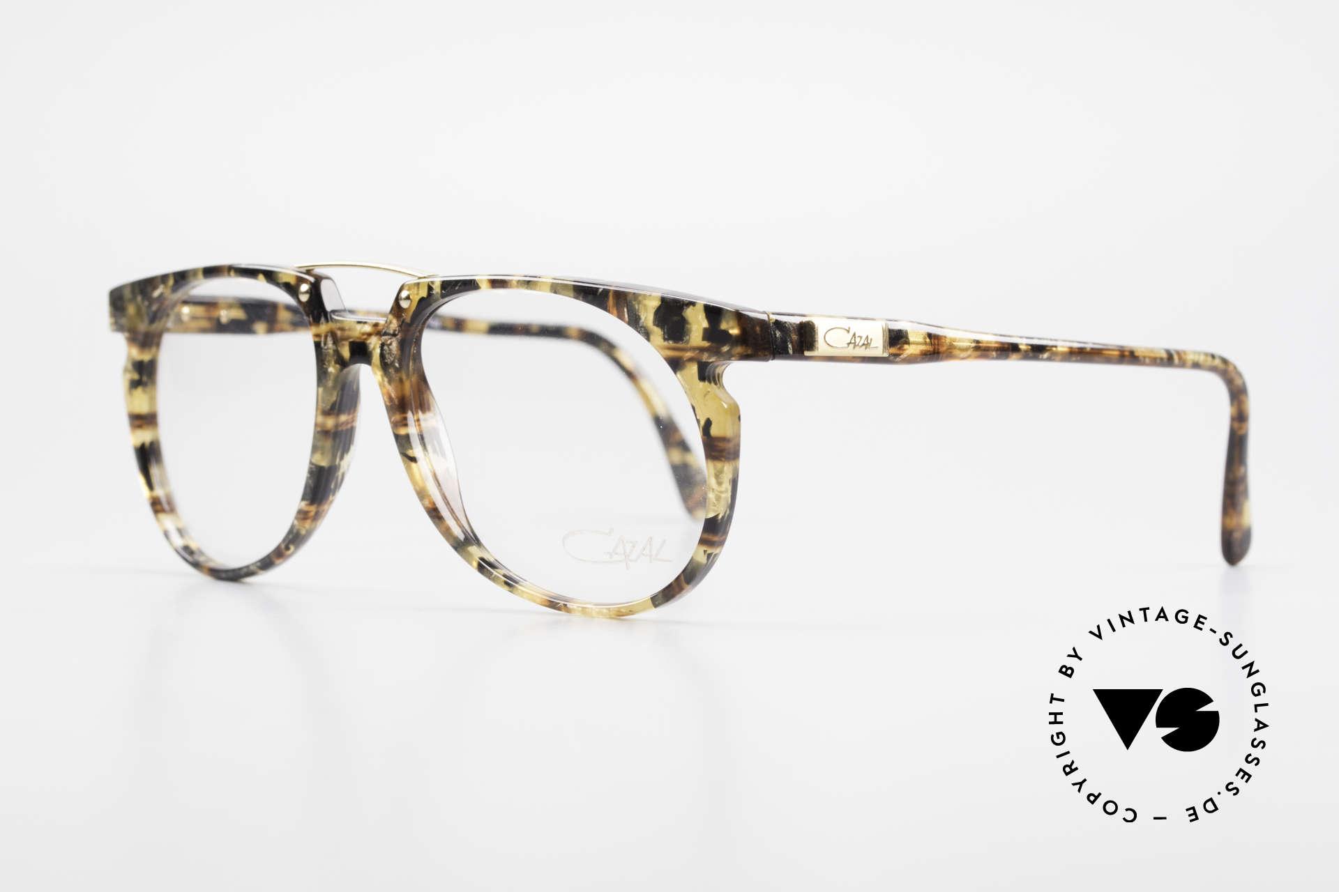 Cazal 645 Außergewöhnliche Vintage Brille, tolle Rahmen-Kolorierung in einer Art bernstein-gold, Passend für Herren