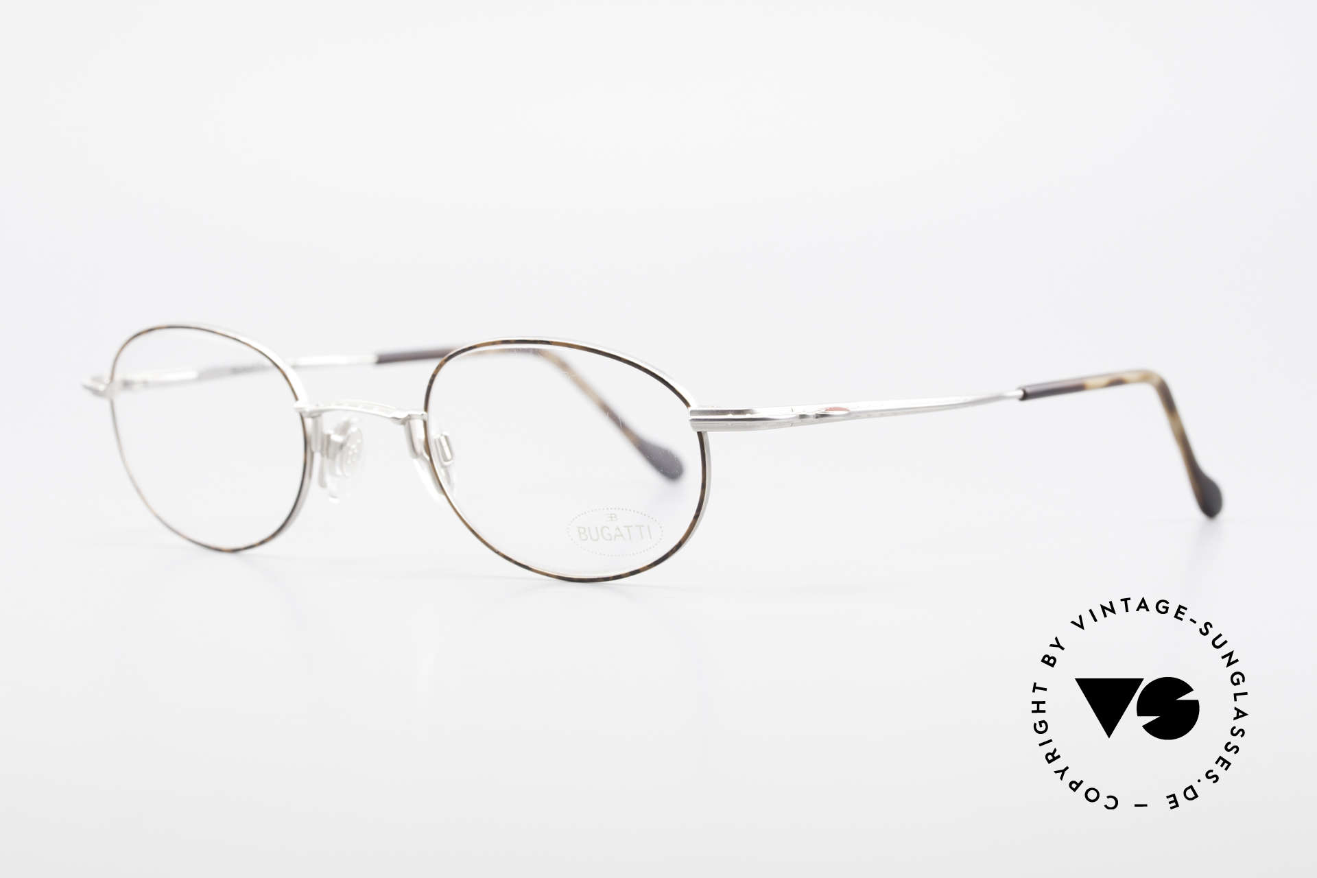 Bugatti 23547 90er Titanium Brillenfassung, ergonomische Bügelform für höchsten Tragekomfort, Passend für Herren und Damen