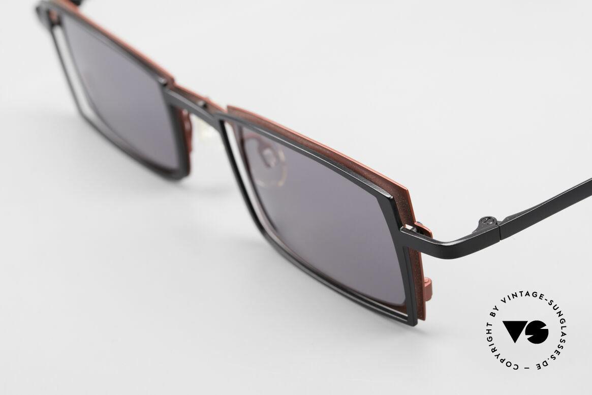 Theo Belgium Tarot Eckige Designer Sonnenbrille, eckige Fassung mit Metall-Komponenten in rot & schwarz, Passend für Herren und Damen
