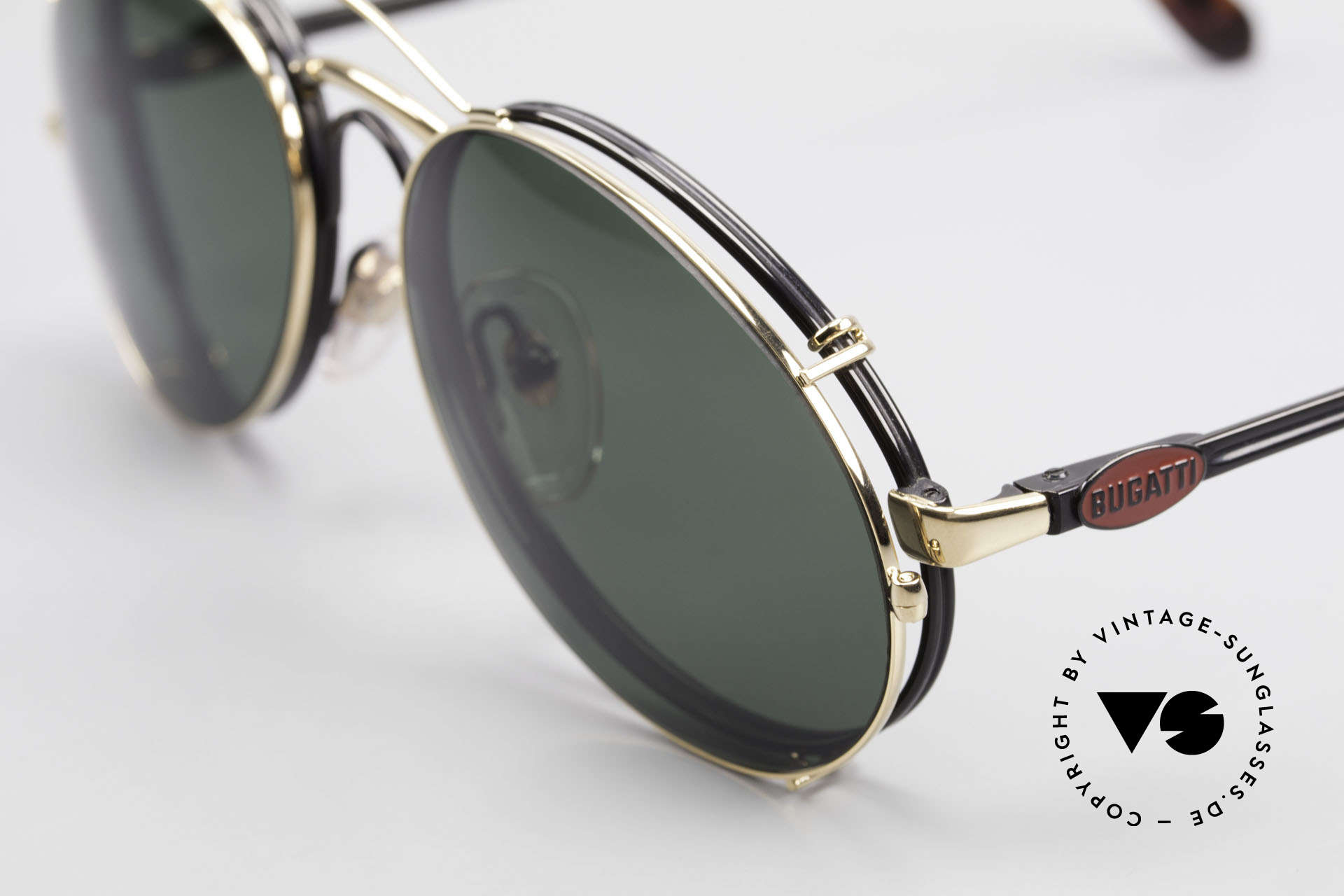 Bugatti 03327 80er Sonnenbrille Mit Clip On, schwarze Fassung, rotes Logo, Clip in gold; sehr edel, Passend für Herren