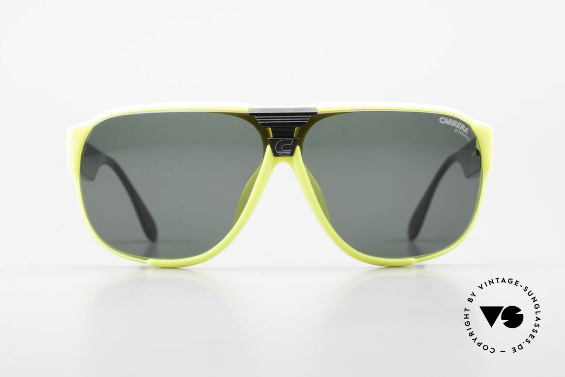 Carrera 5431 80er Sportsonnenbrille Alpin, ultraleichter Rahmen aus genialem Optyl-Material, Passend für Herren