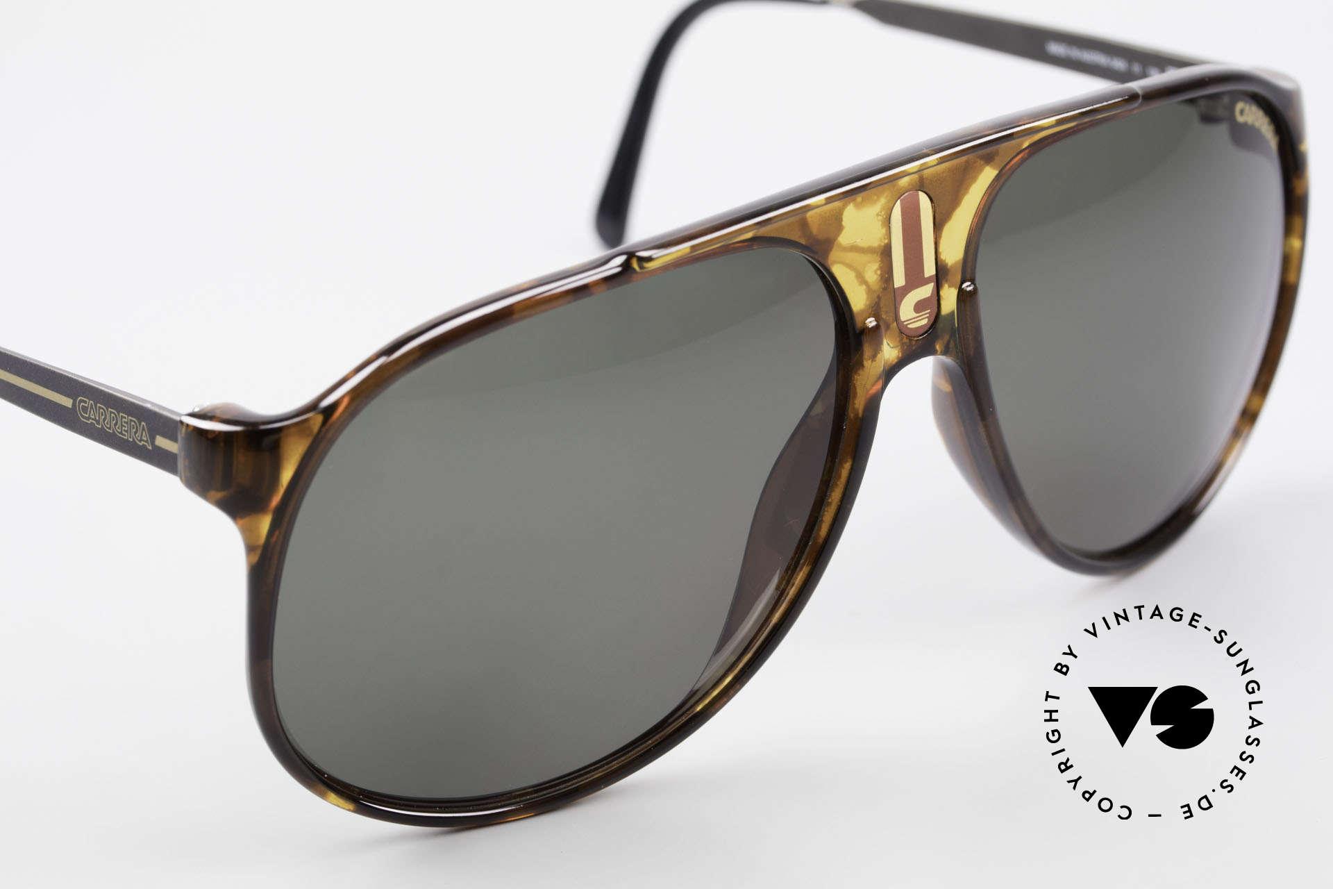 Carrera 5424 80er Aviator Sportsonnenbrille, dunkelgrüne CR39 Carrera Gläser; 100% UV Schutz, Passend für Herren